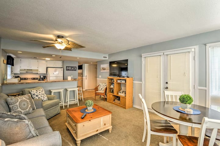 The 2-bedroom, 2-bathroom vacation rental accommodates 6 guests.