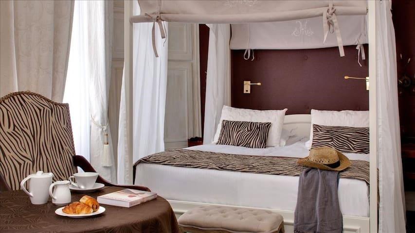 Baldachin romantic double room **** with breakfast