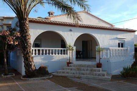 Casa recién reformada a 1 minuto del mar - Javea