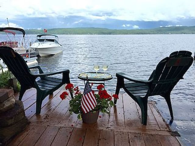 Hague Lake George Lakeside Cozy Apt Sleeps 2-4 - Hague - Flat