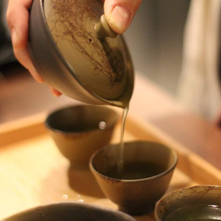 Pouring by traditional gyokuro pot