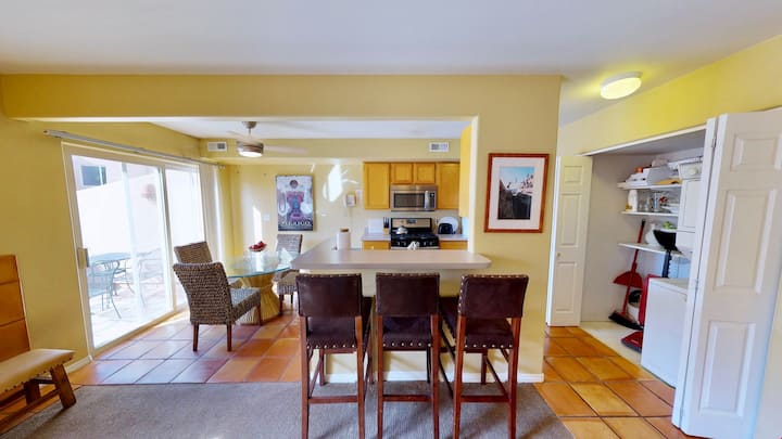 Henning's Escape ~ 3328, Outdoor Pool + Private Patio + Moab Rim Views = Your Perfect Condo Getaway  - Henning's Escape ~ 3328