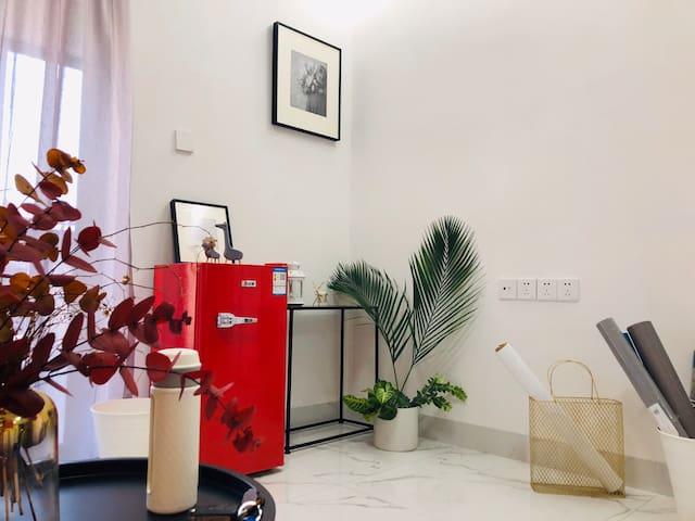 【四小希 】安福电商城  莆田学院网红民宿高层 超大投影屏幕 高级轻奢ins风 乳胶床垫 2米超大床