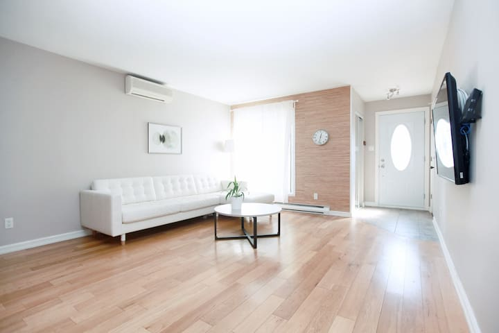 3 bedroom nice clean house for your Montreal visit