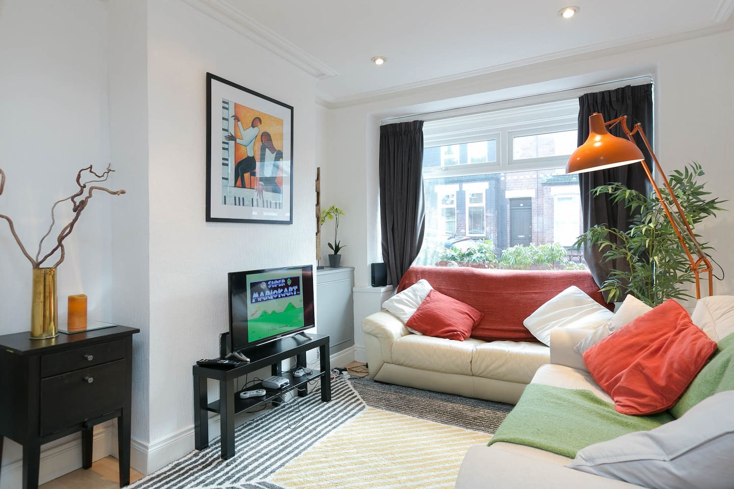 Comfortable sofas, Smart TV, Netflix, SNES with 21 games and 35 free view channels to choose from