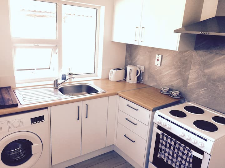 """Jocelyn's"" Modern 1Bed Apartment- Town Centre"