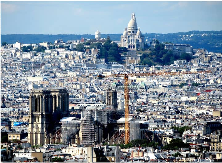 Top floor flat with panoramic view, Paris center