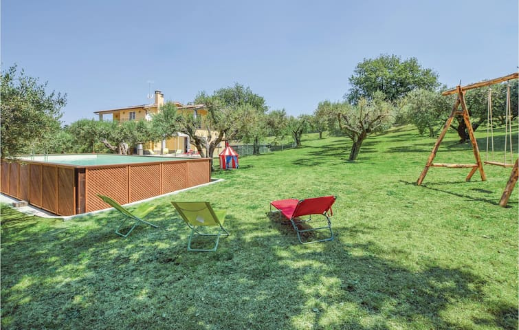 Holiday cottage with 3 bedrooms on 210 m² in Genzano di Roma (RM)