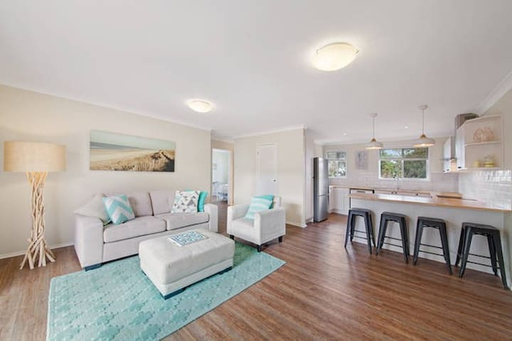 Beautiful Coastal Apartment - 5mins walk to beach - Umina Beach - Byt
