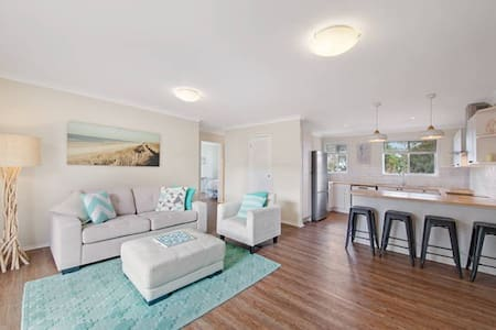 Beautiful Coastal Apartment - 5mins walk to beach - Umina Beach - Lägenhet