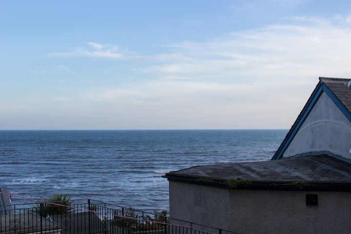 Large modern light 2 bed apartment by the sea - Lyme Regis - Apartment