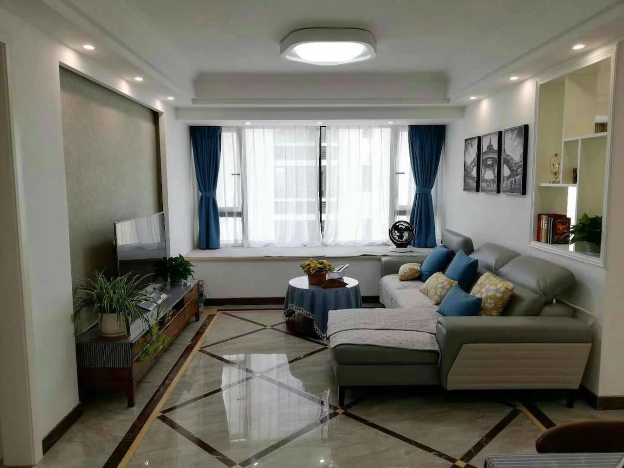 现代简约风格温馨大客厅