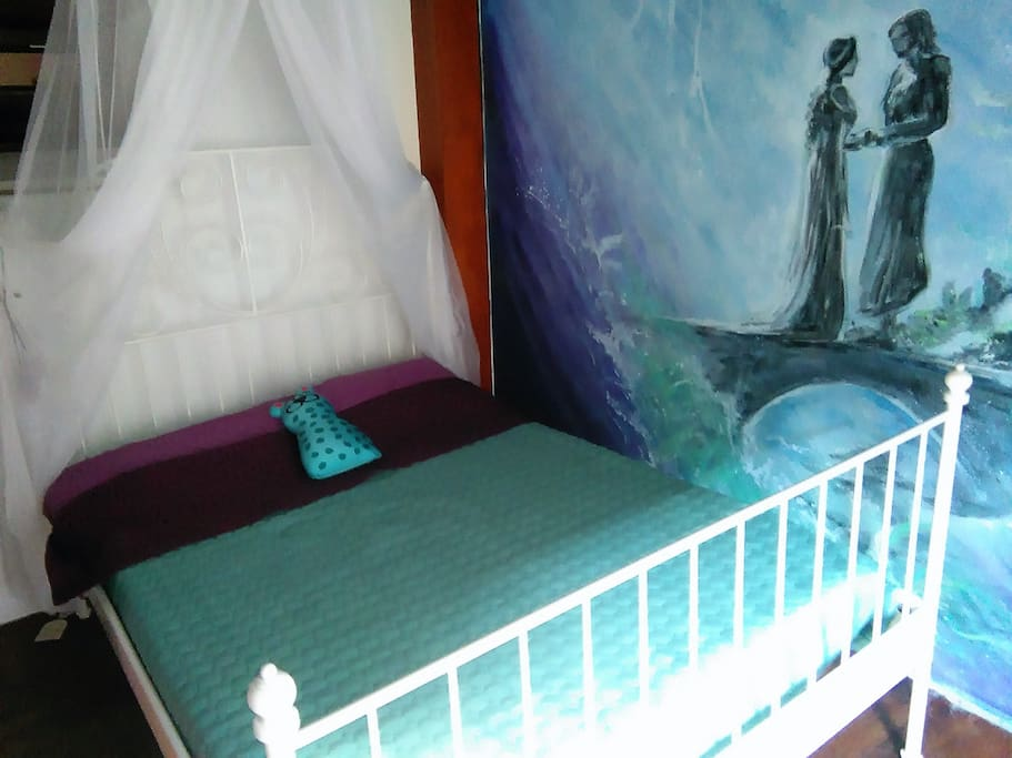 Romantic double room with a mural of Arwen and Aragorn ´s meeting in the Lord of the Rings.