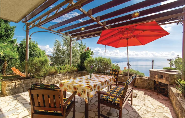 Holiday apartment with 2 bedrooms on 53m² in Kolavici