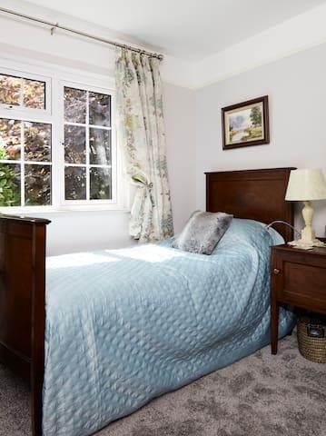 Single bed in delux triple