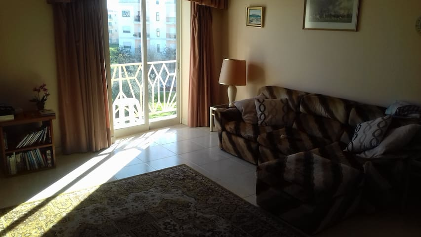 Spacious 3 bedroom apartment in Almancil. - Almancil - Pis