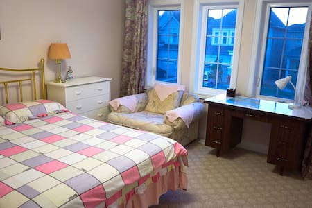 Spacious bedroom with private ensuite bathroom - Vaughan