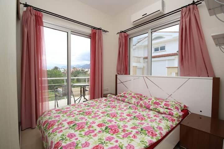 Romantic Two-Bedroom Apartment near the Sea