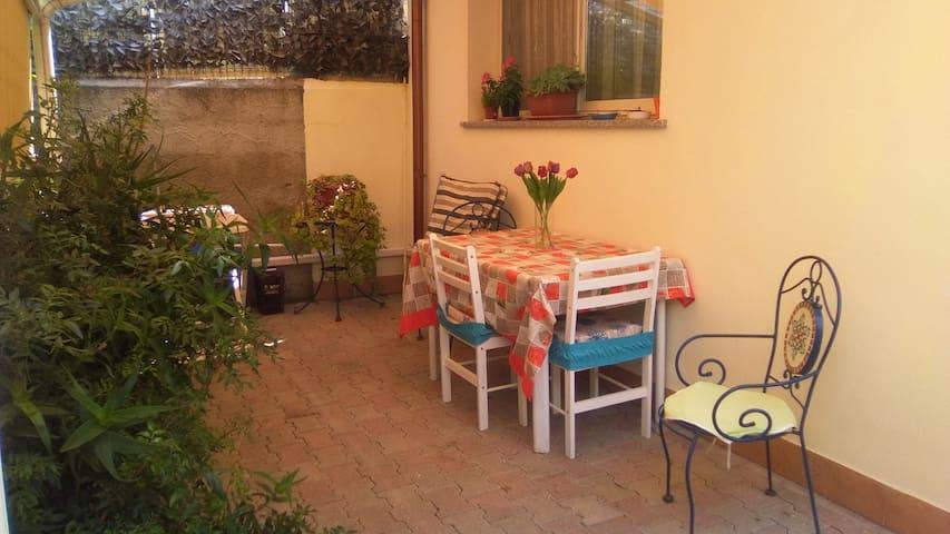 Monolocale per due persone con veranda privata