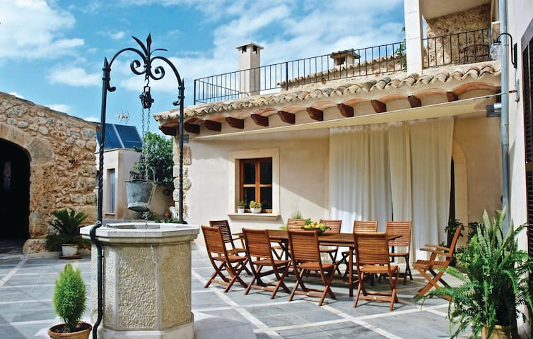 Holiday cottage with 7 bedrooms on 330 m²