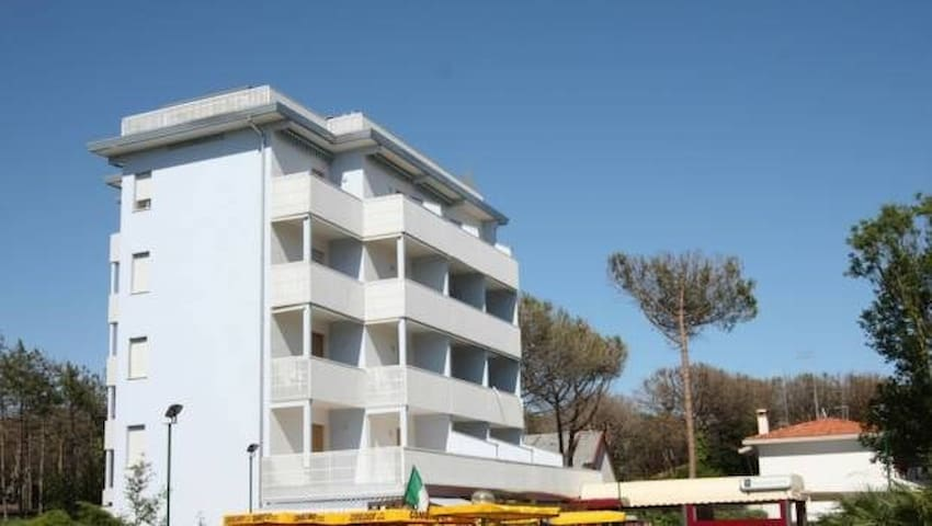 apt for 2+3 persons with a/c in Bibione R26279