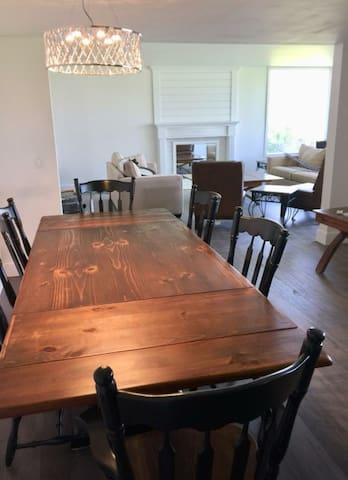 DINING FOR 12 PPL AND MASSIVE LIVING ROOM