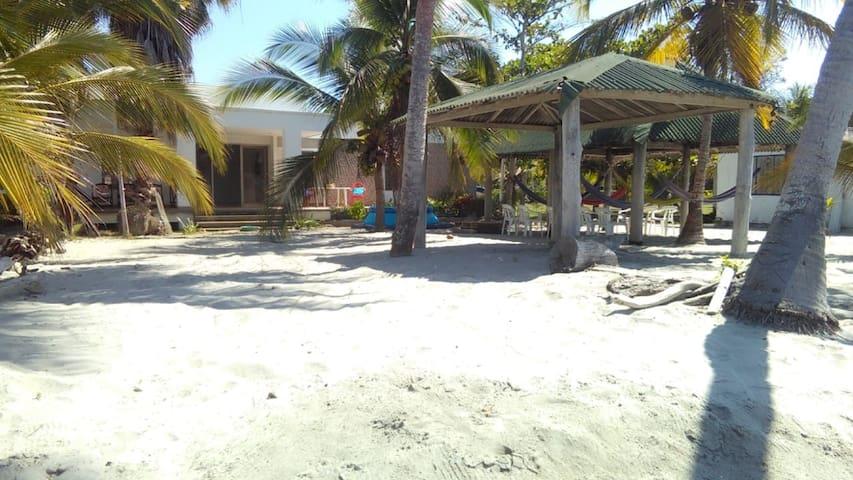 Beach House Vía El Francés Tolú Sucre Colombia