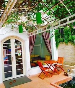 Quiet and Cozy Bed & Breakfast - Phnom Penh - Bed & Breakfast