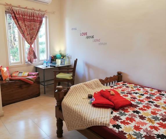 Cosy private double AC room Suffren Street