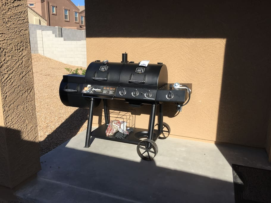 Gas BBQ grill, Charcoal grill & Smoker