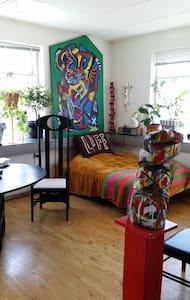 Sunny room in artists studio - Bagsværd - Bagsværd