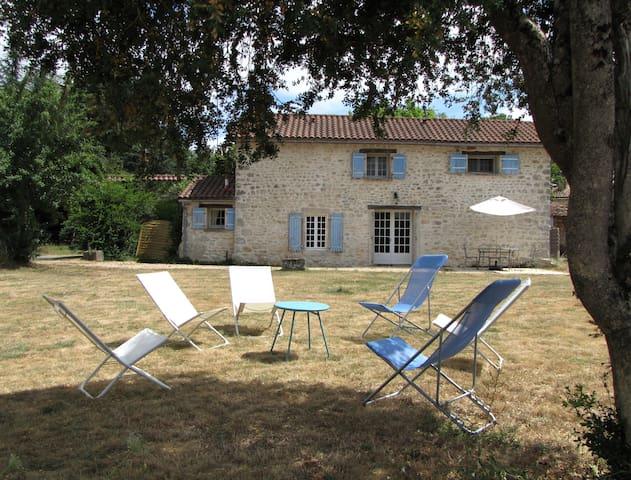 Gite Equestre en seuil Charente Périgord - Feuillade - บ้าน