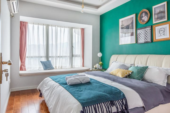 次卧2可看江+1.8米超大舒适床