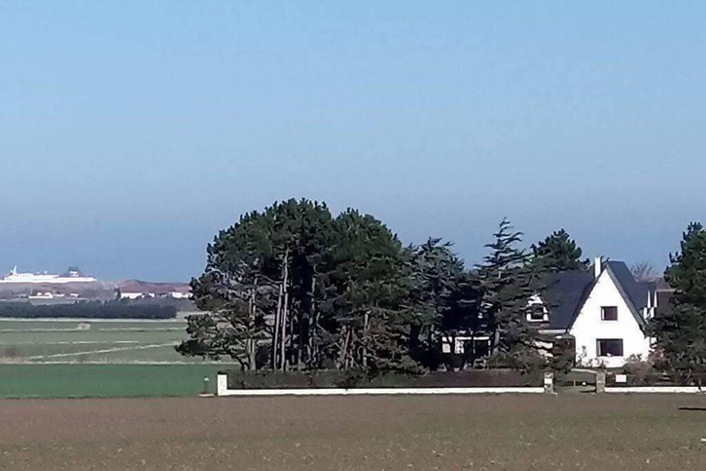 vue de notre maison avec les ferries qui passent au loin