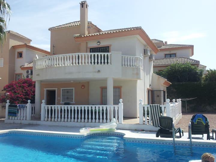 Beautiful villa with large pool