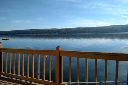 Cozy Lake Cottage, Right on Owasco Lake