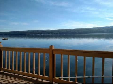 Cozy Lake Cottage, Right on Owasco Lake