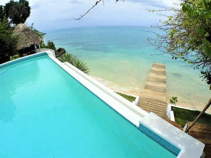 BEACHFRONT VILLA, FULLY STAFFED, JAMAICA,Culloden Cove,South Coast 4BR