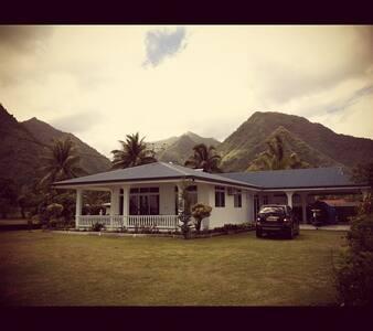 Grande maison face au spot de surf de Teahupoo - Teahupo'o