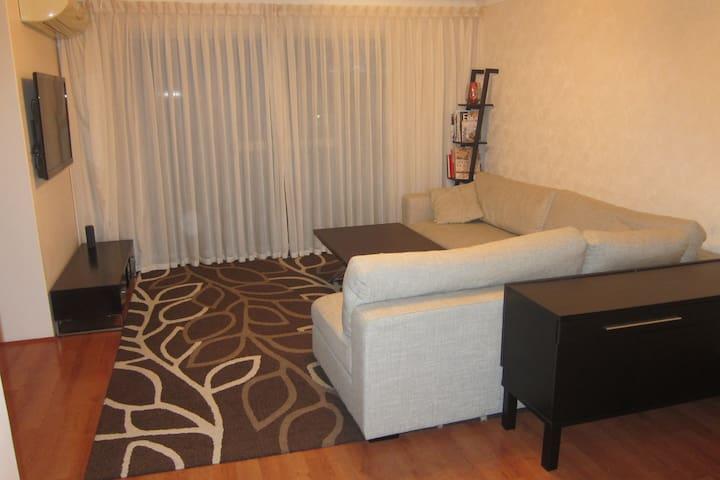Modern 2 bedroom unit at Kogarah, 30min to City - Kogarah - Lägenhet