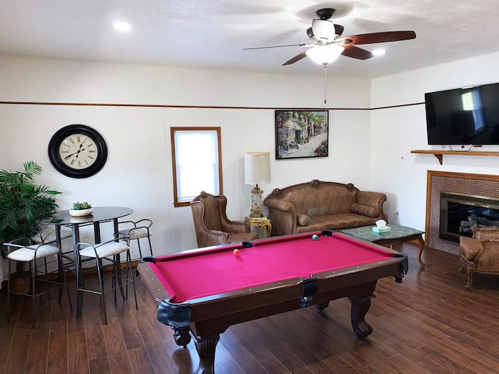 Private 4BDRM/3 Baths house, 5 Miles from Downtown