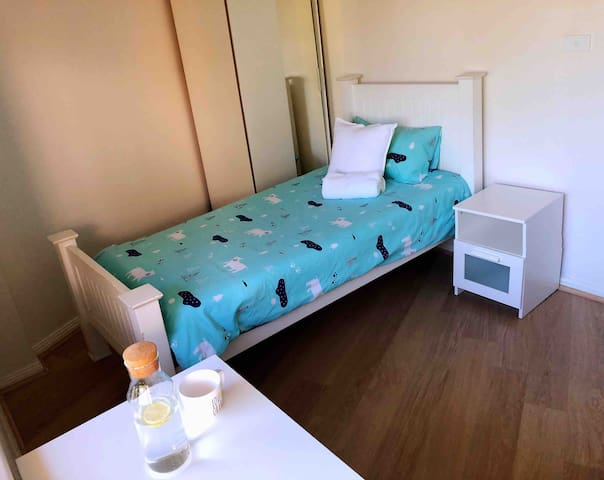 Lovely studio single room close to airport
