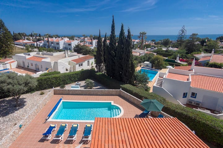 Villa Rocha, Family villa, Near Ocean, 4 Bedroom, Sleeps 8, Pool, Air-con & BBQ