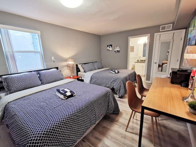349E -Cozy 2-Queen Bedroom with Private Bath & TV