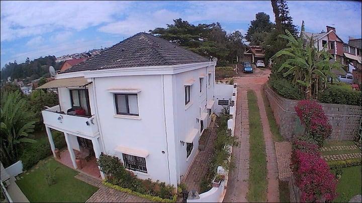 Grande Villa Standard Européen - Ambatoroka
