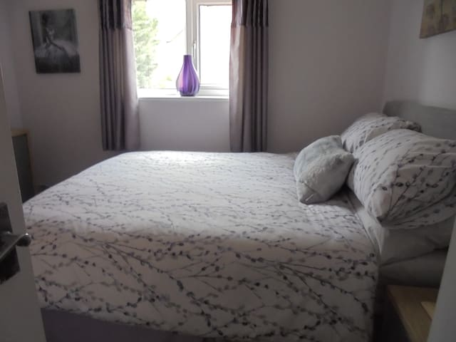 Cozy Double Bedroom Middleton St George