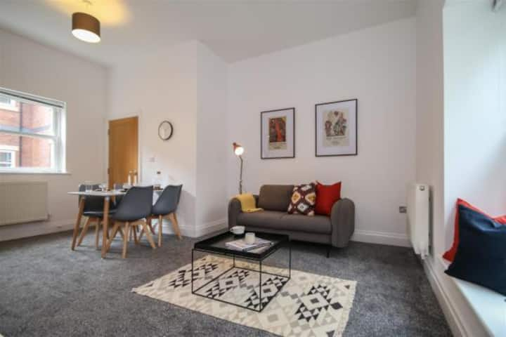 Luxury apartment, minutes from City Centre!