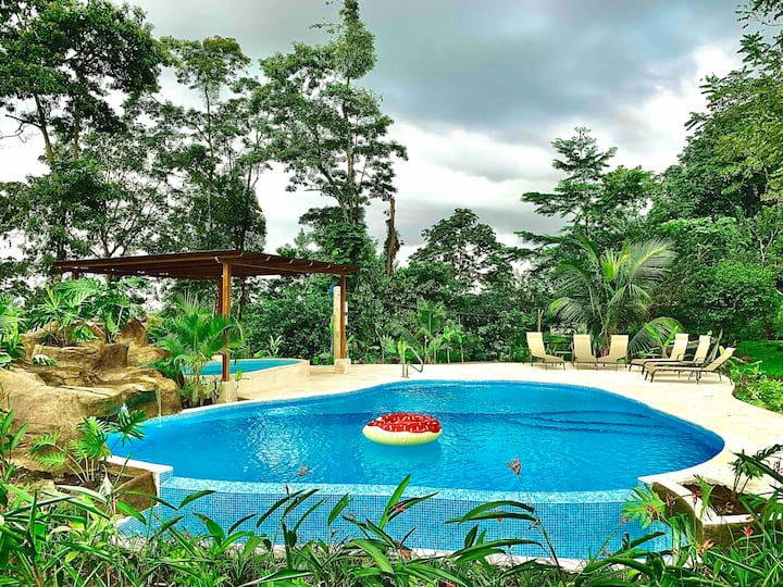 Villa Tucan (Brand new, Pool, jacuzzi, A/C, Wifi)