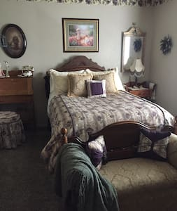 Victorian room in South Hill