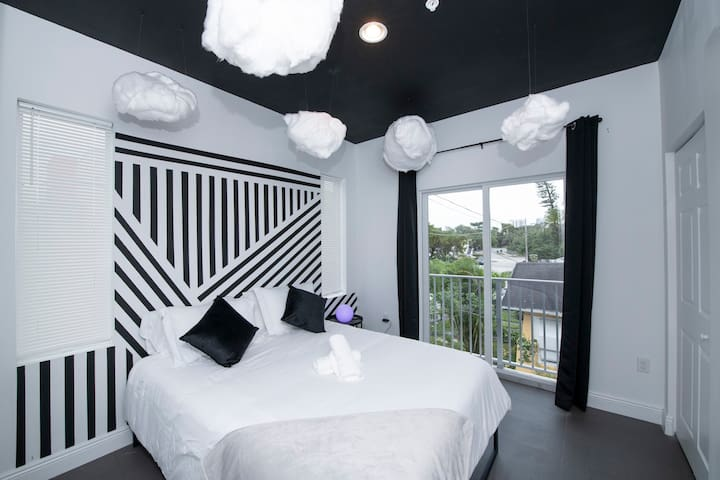 Miami's Cloud 9 - Wynwood - Private Parking Lot